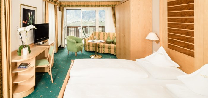 Double room deluxe of the Hotel Tyrol in Schenna
