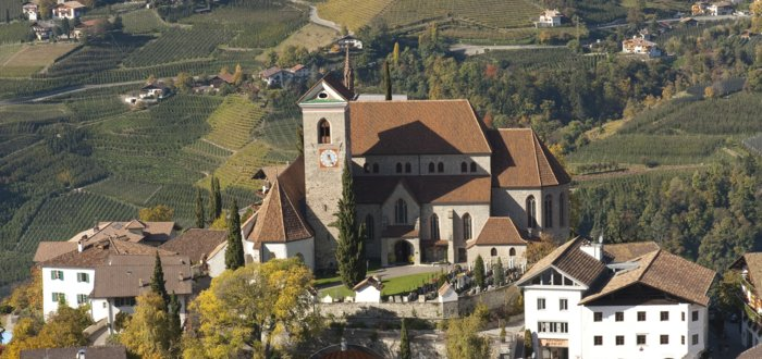 New parish church of Schenna, holiday in Hotel Tyrol