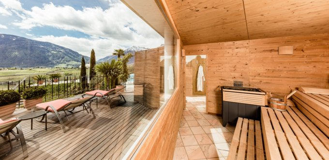 Panoramic sauna with access to the outside and with beautiful view.