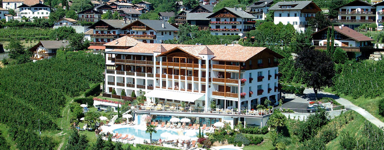 Panoramic pool of the Hotel Tyrol, vacation in Schenna